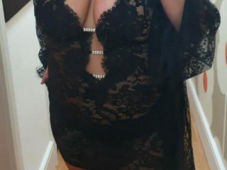 Scarlett very busty English blonde open minded bisexual escort to visit you