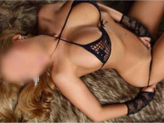 Beautiful sexy busty Colombian 24 h out call 818-922-9437